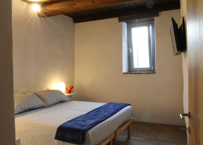 The bedroom overlooks the house private terrace and the Apuan Alps. The double bed has two frames and two mattresses: when needed it can be changed into two single beds. The bed frames are electric with two movements: head/trunk and feet/legs.